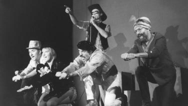 Tanz der Viren  (Revue Szene, rechts Andreas Meyer-Hanno)